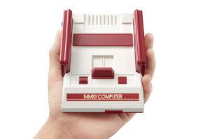 各社から復刻ミニゲーム機が発売されるきっかけとなった、「ニンテンドークラシックミニ ファミリーコンピュータ」 (C)2016 Nintendo