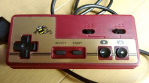 1986年にハドソンから発売された、ファミコン用の連射機能つきコントローラー「ジョイカードMK.2」(写真提供:たまじぃ☆ミssdc68k)