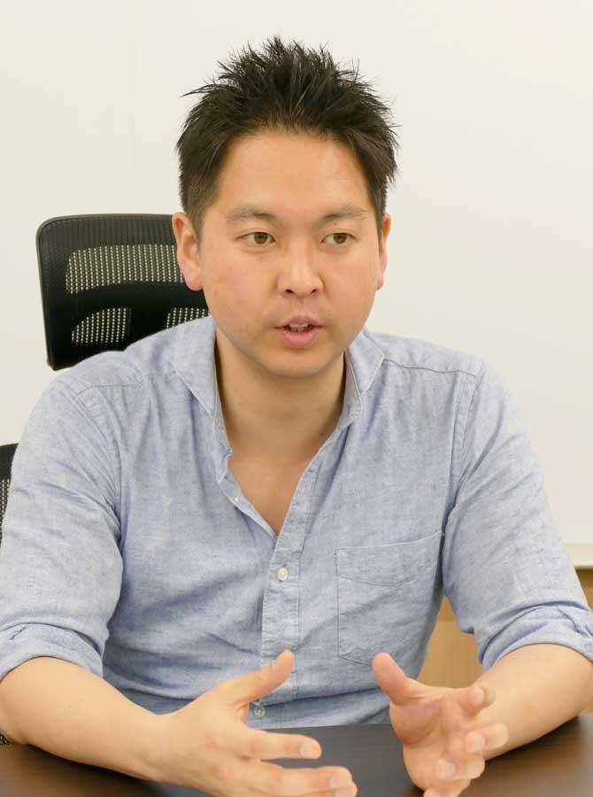 税理士として、アニメ関連企業を数多く担当する加瀬洋さん(マグミクス編集部撮影)