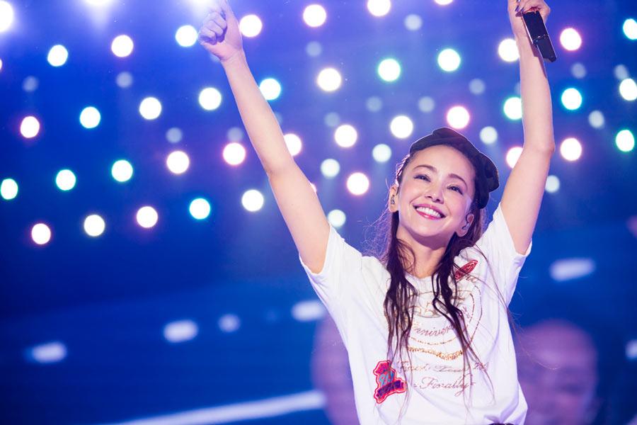 2018年に引退した安室奈美恵は牧野アンナとともに「SUPER MONKEY'S」でデビューし、彼女から指導も受けていた。2019年9月から安室奈美恵の楽曲が音楽配信サービス「AWA」で一挙配信されている(画像:AWA)