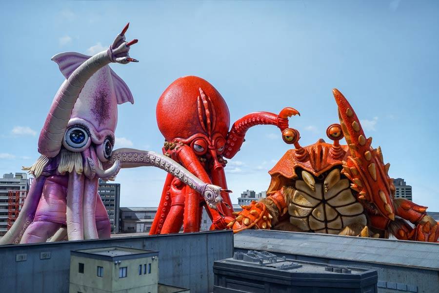 東京に上陸した三大怪獣。映画『三大怪獣グルメ』より