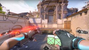 爆弾設置ポイントに攻め込む時、仲間との連携がうまく取れていないと、たちまちのうちに反撃にあって形勢不利になってしまうことも。画像は『VALORANT』のイメージ(画像:合同会社ライアットゲームズ)