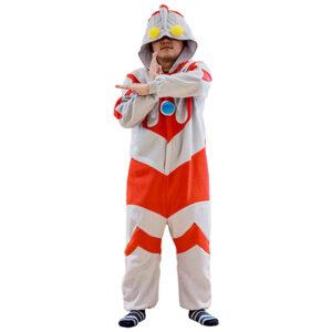 子供に人気のウルトラマンの着ぐるみパジャマは、大人用も発売されている。画像は「なりきりコスチューム ウルトラマン 大人用」(バンダイ)
