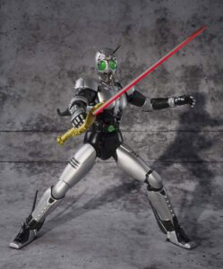 『仮面ライダーBLACK』を象徴するライバル、シャドームーンは銀色の身体が特徴。画像は「S.H.フィギュアーツ 仮面ライダーBLACK RX シャドームーン 塗装済み可動フィギュア」(BANDAI SPIRITS)