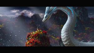 『白蛇:縁起』で、白蛇の姿となったハクが描かれるシーン